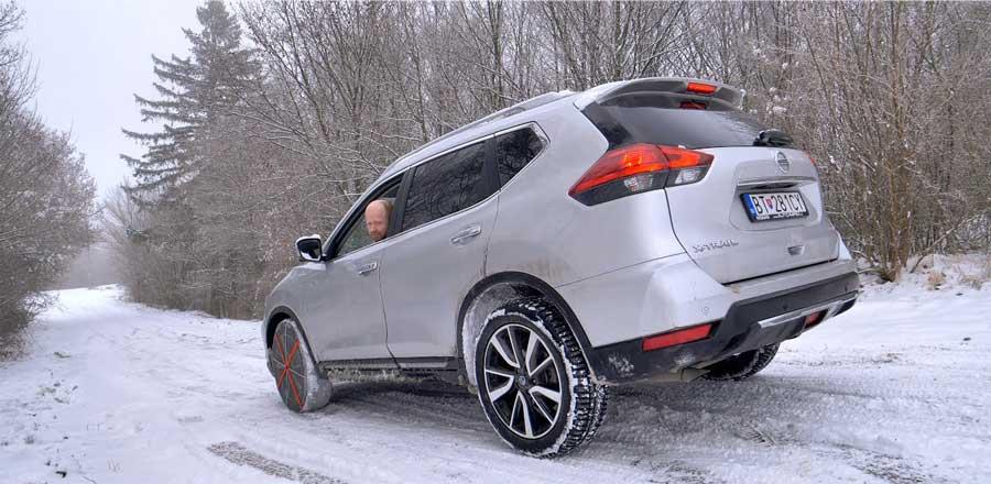 Nissan X-Trail a snehová dilema v kopci:  reťaze, 2WD, 4WD?