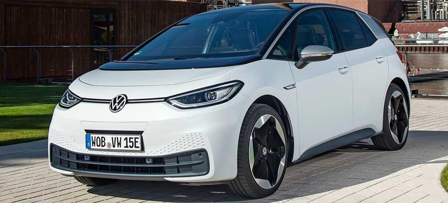 VW porovnal emisnú stopu elektromobilu ID.3 s naftovým a benzínovým Golfom