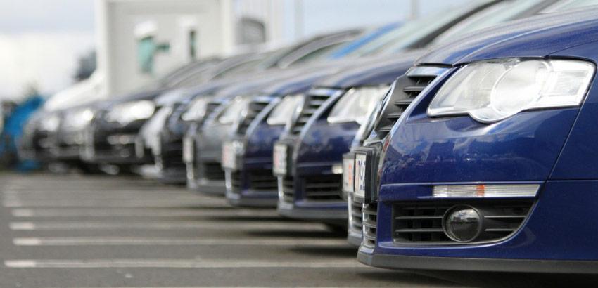 Auto je najhoršia investícia. Kedy kúpiť a kedy predať?