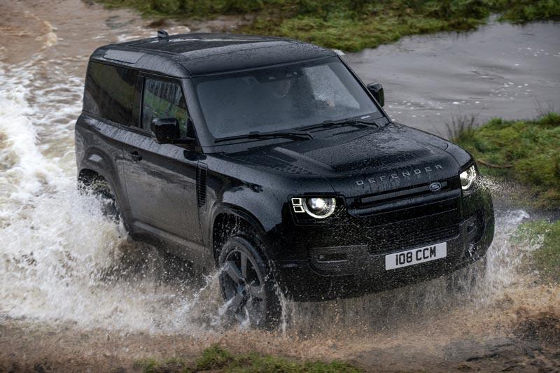 Land Rover predstavil najvýkonnejší Defender AJ V8