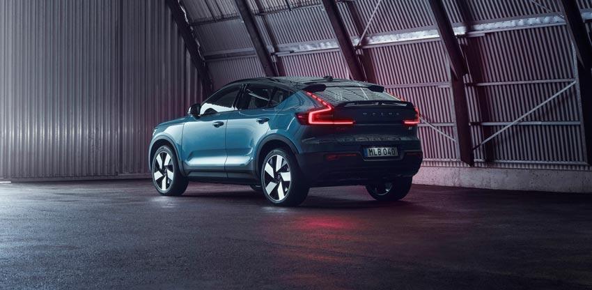 Volvo predstavilo elektrické SUV C40, ide o štýlovejšieho súrodenca modelu XC40