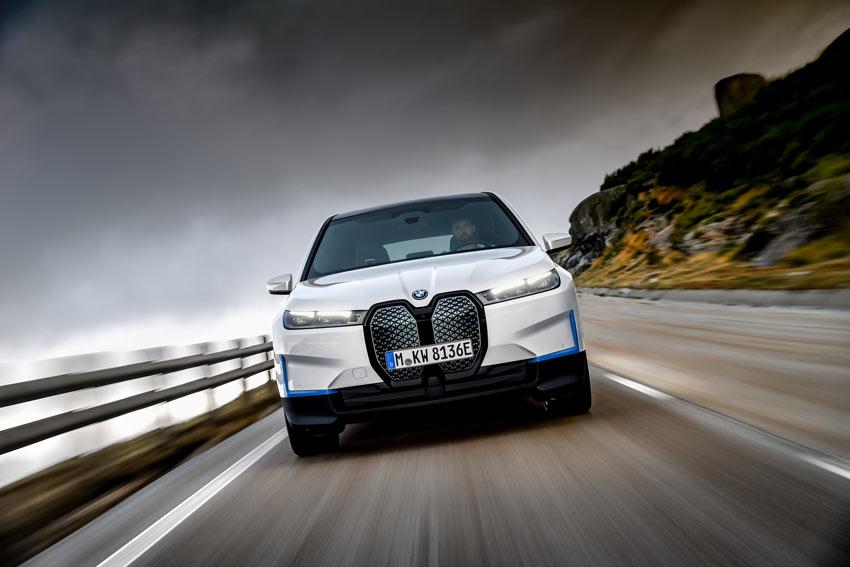 BMW prezradilo ceny a podrobnosti o elektrickom SUV iX