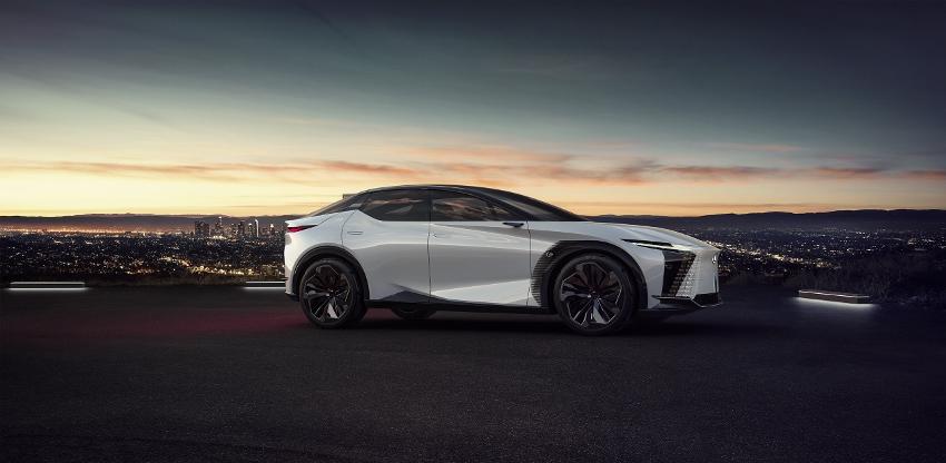 2021-Lexus-LFZ-0015 (850x416)
