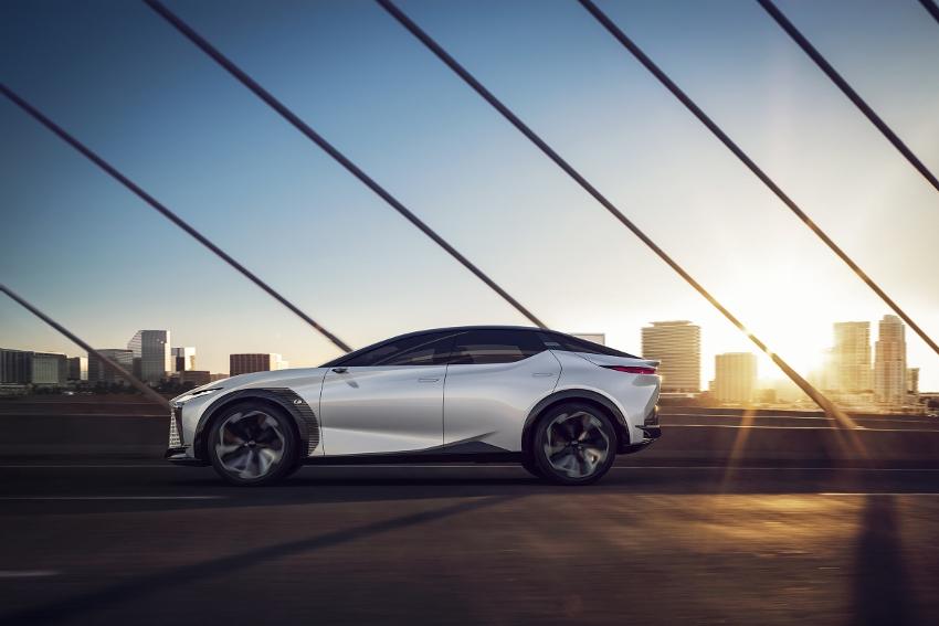 2021-Lexus-LFZ-0017 (850x567)
