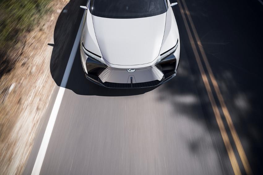 2021-Lexus-LFZ-0021 (850x567)