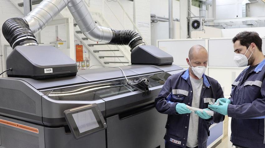 Volkswagen zavádza do výroby 3D tlač. Kovové diely budú o 50 % ľahšie
