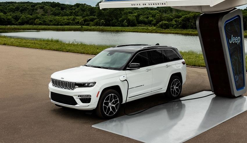 Jeep ukázal Grand Cherokee 4xe a sníva o autonómnej jazde v teréne