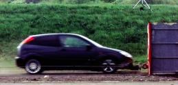 Takto dopadne vaše auto pri náraze v 200 km/h
