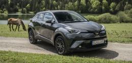 Test: Toyota C-HR má perfektný podvozok, vyskúšali sme hybrid, aj benzín