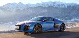 Audi R8 v snehu. Takto si s perinbabou poradí V10