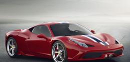 Video: Žena nabúrala Ferrari hneď po výjazde z požičovne